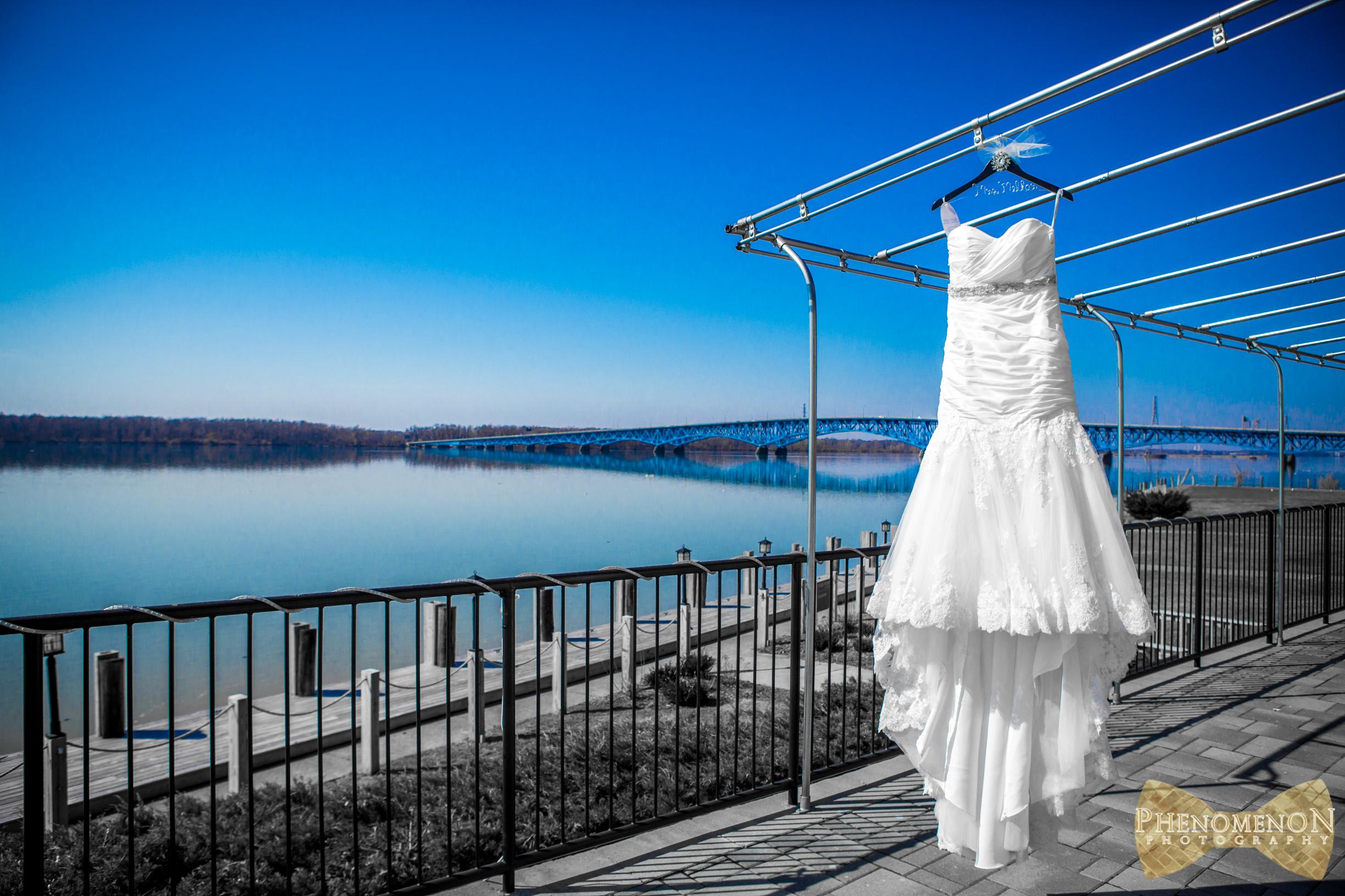 2 Niagara Falls NY Wedding Photography Dress